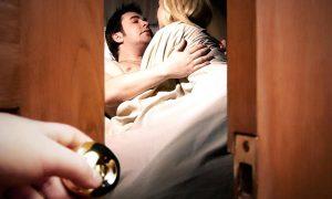 सपने में पत्नी को किसी और के साथ देखना