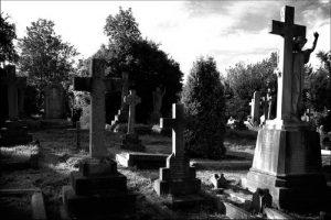 सपने में कब्रिस्तान देखना शुभ होता है या अशुभ